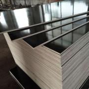 供应齐河黑膜清水模板硬度高德州星冠木业